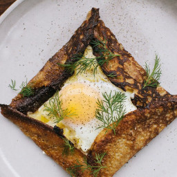 buckwheat-crepes-with-creamy-leeks-and-baked-eggs-1923175.jpg