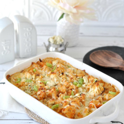 Buffalo Chicken Cauliflower Mac and Cheese
