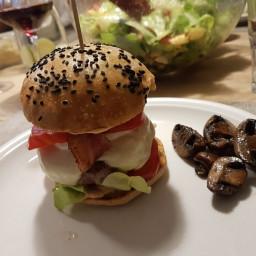 burger-fdfe1740966f7b1dd6c85d78.jpg