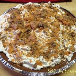 Butterfinger Cheesecake Pie