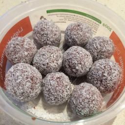 Cacao and peanut butter balls