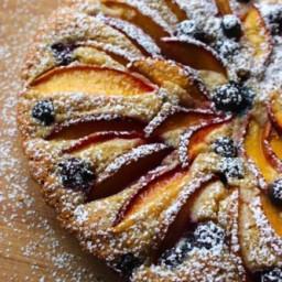 Cake met nectarines en bosbessen