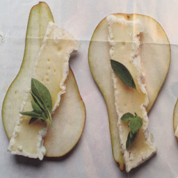 Camembert & Pear Slices