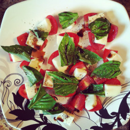 caprese-salad-mozzarella-basil-toma-4.jpg