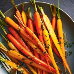 Cardamom- and Ginger-Glazed Carrots