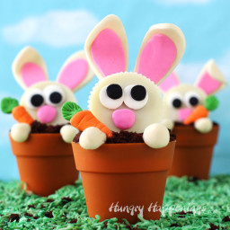 Carrot Thief Cupcakes - Reese's Cup Bunnies in Terra Cotta Pot Cupcakes