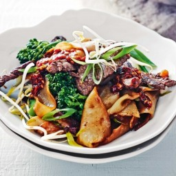 Charred beef and rice noodles