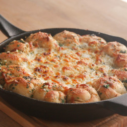 Cheesy Garlic Knot White Pizza Dip