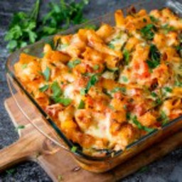 cheesy-pasta-bake-with-chicken-and-bacon-1853384.jpg