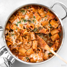 Cheesy Rigatoni Skillet with Mushrooms and Spinach