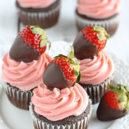 Chocolate Covered Strawberry Cupcakes