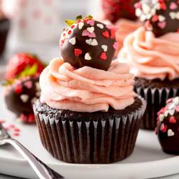 chocolate-covered-strawberry-cupcakes-2728230.jpg