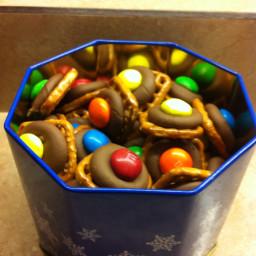 chocolate-pretzel-bites-4.jpg
