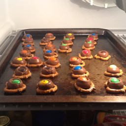 chocolate-pretzel-bites-7.jpg