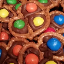 chocolate-pretzel-treats-1332685.jpg