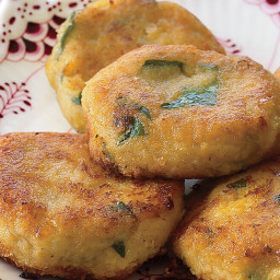 cilantro-flecked-corn-fritters-with-chile-mint-sauce-recipe-2802249.jpg