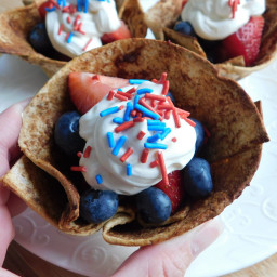 Cinnamon berry cups with marshmallow cream