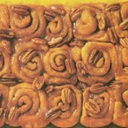 cinnamon-rolls-with-pecans-2.jpg