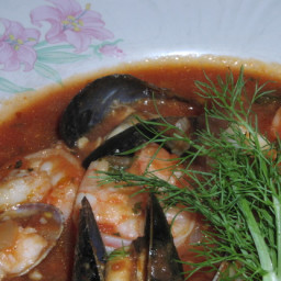 Cioppino (Seafood Soup) With Fennel and Garlic