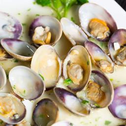 Clams in Garlic Wine Sauce Recipe - Receta de Almejas a la Marinera