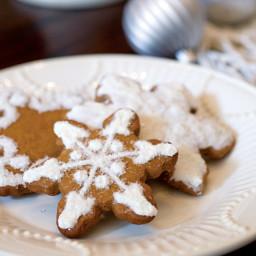 classic-gingerbread-snowflakes-cookies-2196998.jpg