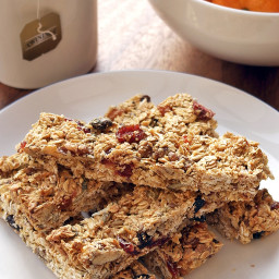 Coconut, berry and walnut breakfast bars