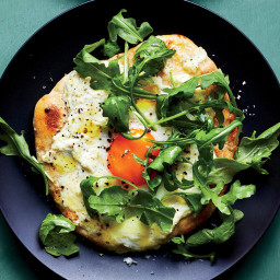 Combine Pizza and Salad Into One Genius Breakfast Dish