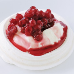Cranberry and cinnamon pavlovas