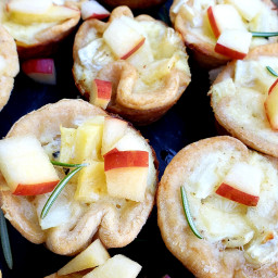Creamy Apple and Onion Canapes