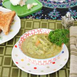 Creamy Broccoli Soup with Broccoli Florets