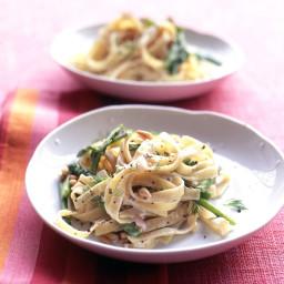 Creamy Fettuccine with Asparagus