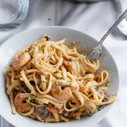 Creamy Prawn (Shrimp) and Mushroom Linguine
