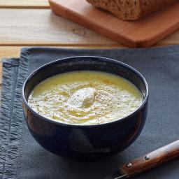 Crema de puerros, patata y pera al azafrán. Receta