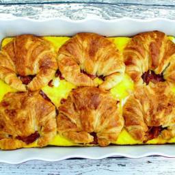 croissant-breakfast-sandwich-casserole-2102009.jpg
