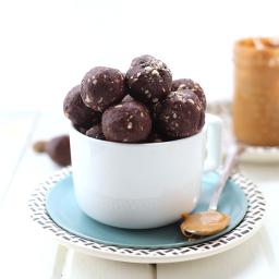 Crunchy Peanut Butter Chocolate Energy Balls