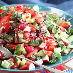 Crunchy radish and tomato salad