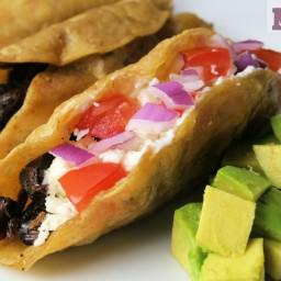 Crunchy roasted goat tacos (Tacos dorados de cabrito)