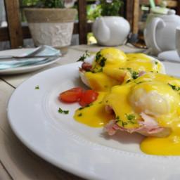 eggs-benedict-with-easy-hollandaise.jpg