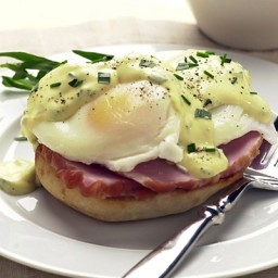 Eggs Benedict with Tarragon and Chive Hollandaise Sauce