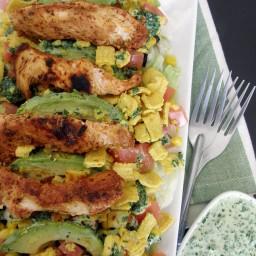 Ensalada tex-mex con aderezo de cilantro y yogurt y frituras de maíz