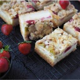 Erdbeer-Rhabarber Käsekuchen mit Streuseln