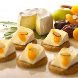 extra-creamy-brie-with-dried-fruit-.jpg