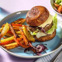 Falafel met een 'broodje' van portobello Met friet en botersla