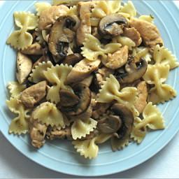 Farfalle Alfredo With Chicken, Mushrooms, and Peas