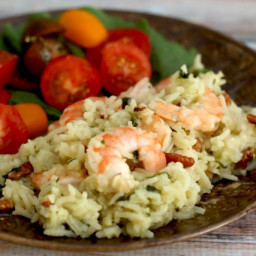 Flavorful Shrimp and Rice Bake With Garlic and Parsley