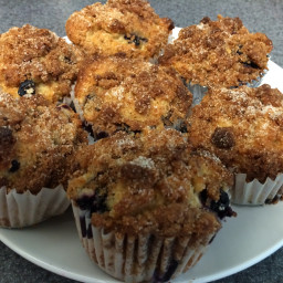 FODMAP Friendly Blueberry Muffins with Cinnamon Crumble Top