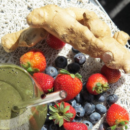Food Babe's Ginger Berry Anti-Inflammatory Smoothie