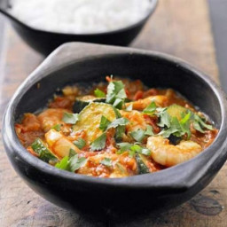 Fragrant courgette and prawn curry