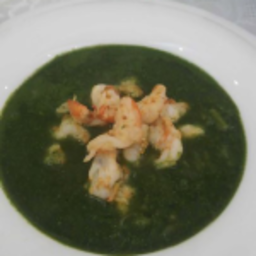 Fresh asparagus and baby spinach soup with shrimps