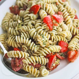 Fresh Tomato Mozzarella Pesto Pasta Salad